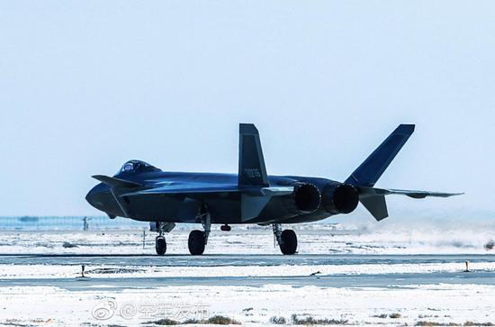 歼20换国产航发获关键进展 2架新机现身试飞基地
